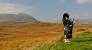 Scotland_highlands_bagpiper_photo_tour_tom_and_pat_cory_440_238_80